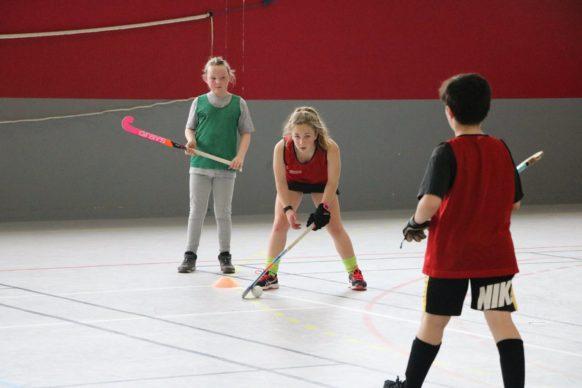 Stage hockey ASPTT limoges groupe d'enfants jouant