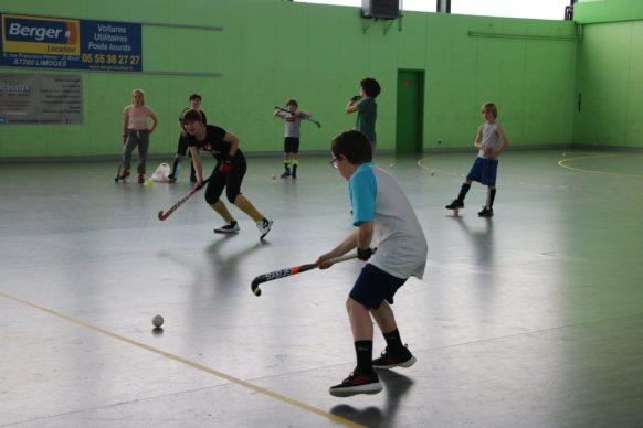 Stage hockey ASPTT limoges groupe d'enfants